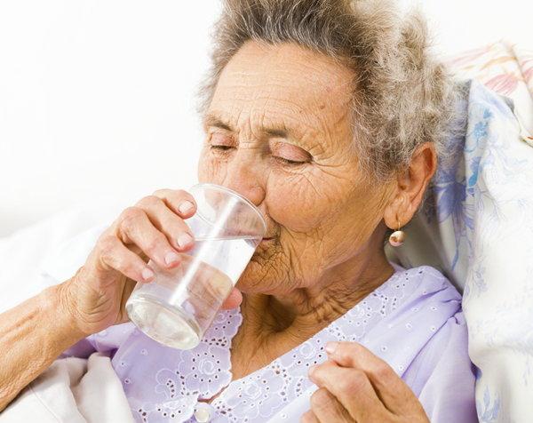ผู้สูงอายุดื่มน้ำน้อย หวั่นเกิดภาวะขาดน้ำ อันตรายถึงขั้นหัวใจล้มเหลว