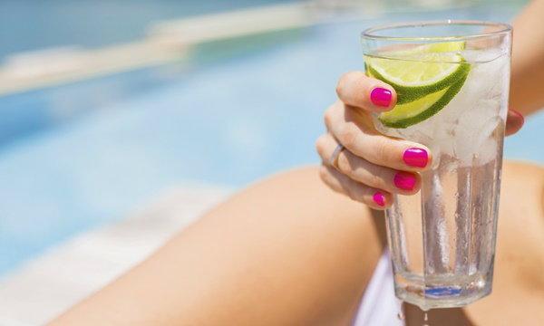 จริงหรือไม่ ดื่มน้ำเย็นหลังกินข้าว เสี่ยงมะเร็ง-ไขมันอุดตันเส้นเลือด