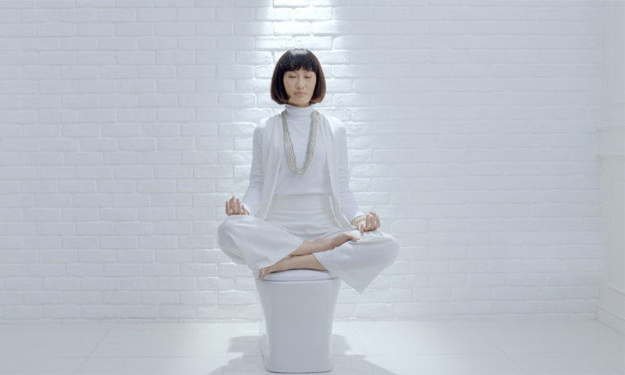 ลองกันหรือยัง กับการนั่งสมาธิในห้องน้ำ เทรนด์ใหม่ในการเข้าถึงความสงบแบบง่ายๆ