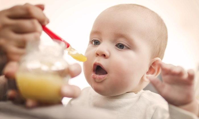 """ตอบทุกข้อสงสัย! เมื่อไหร่ """"ทารก"""" กินอาหารบดได้"""