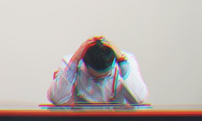 """""""นักศึกษาแพทย์"""" กับความกดดัน เหตุของโรคซึมเศร้า และเสี่ยงฆ่าตัวตาย"""