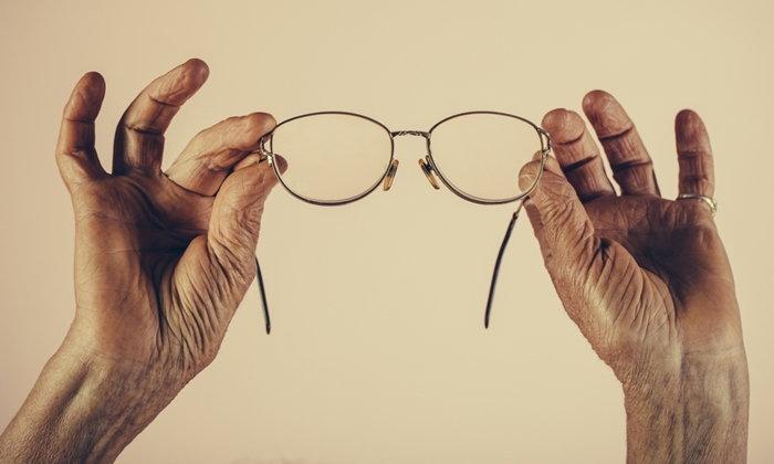 """""""สายตายาว"""" ปัญหาอื่นๆ และการดูแลสุขภาพดวงตาของวัย 40+"""