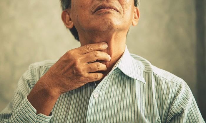 """ไอเรื้อรัง-เสียงแหบนาน สัญญาณอันตราย """"มะเร็งกล่องเสียง"""""""