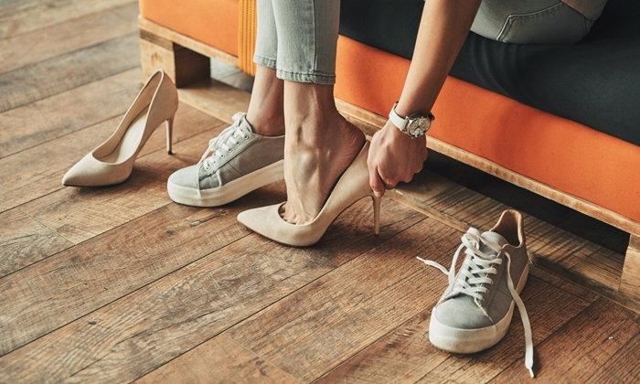 """13 วิธีเลือก """"รองเท้า"""" เพื่อสุขภาพเท้าที่ดี ป้องกันการบาดเจ็บ"""