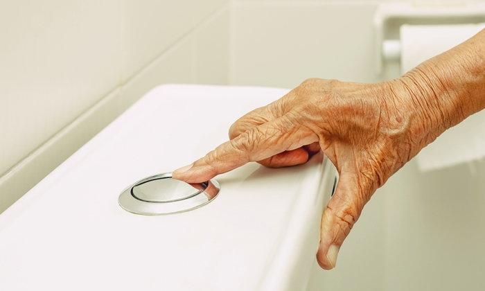 """5 เคล็ดลับ ห่างไกล """"โรคทัองผูก"""" ในวัยสูงอายุ"""