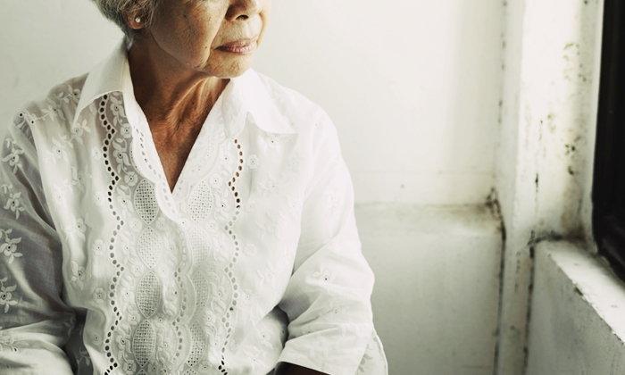 """สาเหตุที่ """"ผู้สูงอายุ"""" เสี่ยงป่วย """"โรคซึมเศร้า"""" มากกว่าวัยอื่น"""