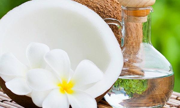 น้ำมันมะพร้าว ผู้ช่วยชะลอวัยให้คุณสวยสุขภาพดีจากภายในสู่ภายนอก