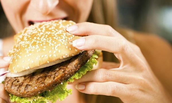ทำไงดี? อยากลดน้ำหนัก แต่ห้ามใจหยุดกินของชอบไม่ได้!