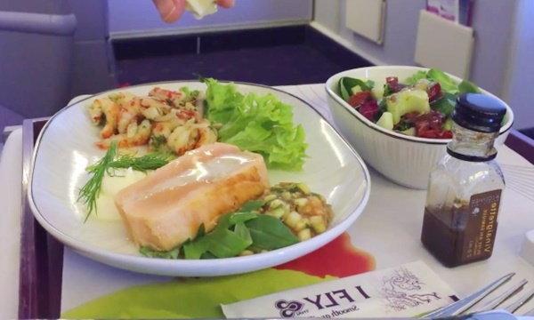 ทำไมอาหารบนเครื่องบินถึงจืด และไม่อร่อย?