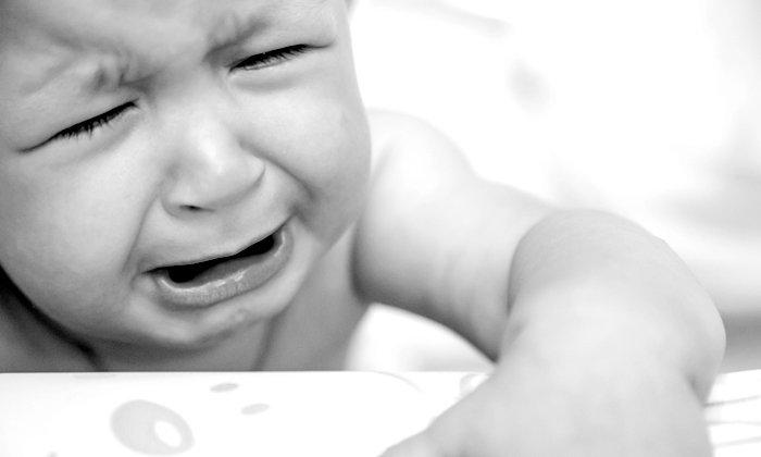 หมอเด็กเตือน! อย่าสร้างความกลัวให้เด็ก จากคลิปแม่แกล้งลูกว่าถูกตะปูตำ