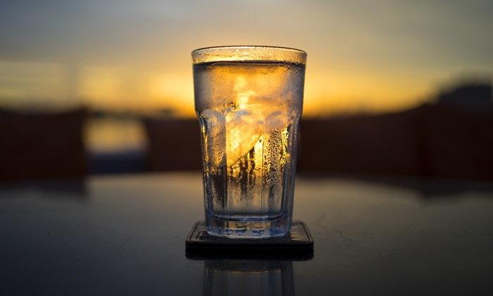 จริงหรือไม่? ผู้หญิงมีประจำเดือน ห้ามดื่มน้ำเย็น?