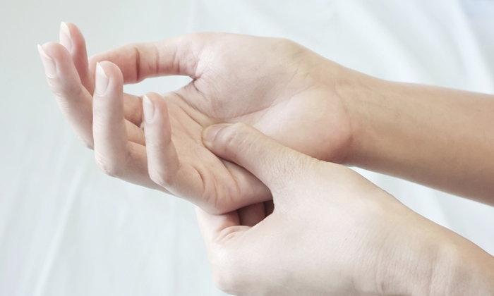 hands-numb-2