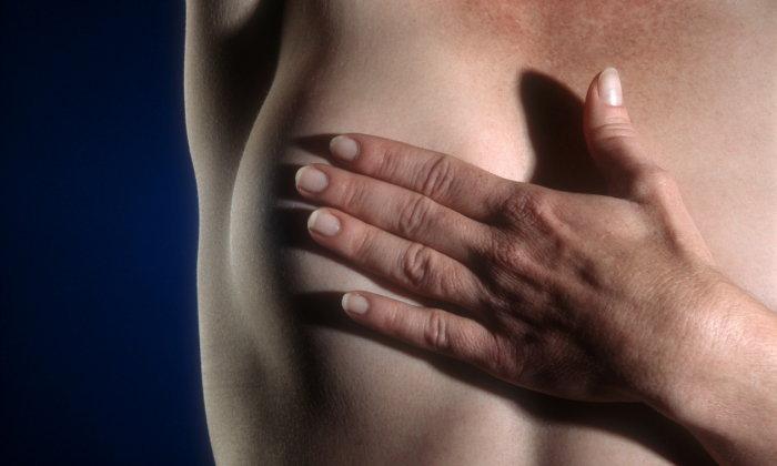 """7 สัญญาณอันตราย """"มะเร็งเต้านม"""""""