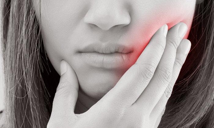 """""""แดง-ขาว-แผล-ก้อน"""" สัญญาณอันตรายโรค """"มะเร็งในช่องปาก"""""""