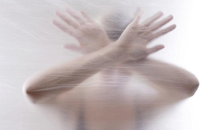 6 อาการทางจิตที่ควรรีบส่งพบแพทย์โดยด่วน