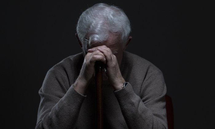 """""""สมองเสื่อม"""" กับ """"อัลไซเมอร์"""" คือโรคเดียวกันหรือไม่?"""