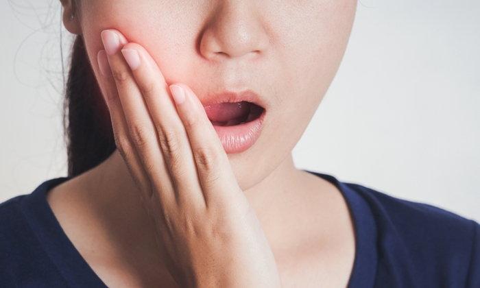 """7 สัญญาณอันตราย รีบรักษา """"รากฟัน"""" โดยด่วน ก่อนสายเกินแก้"""