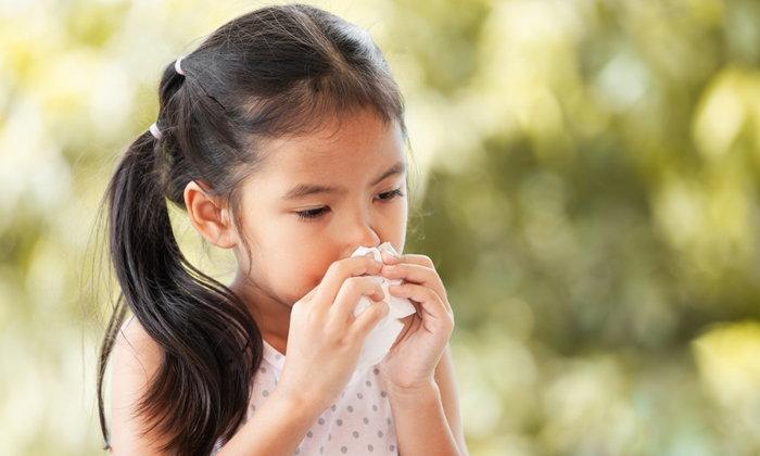 """แพทย์เตือน อากาศเย็นลง ระวังโรค """"ปอดบวม"""" ในเด็ก และผู้สูงอายุ"""