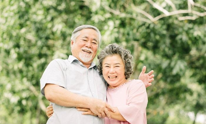 """""""หญิง-ชาย"""" มีปัจจัยช่วยให้อายุยืนถึง 90 ปีต่างกัน"""