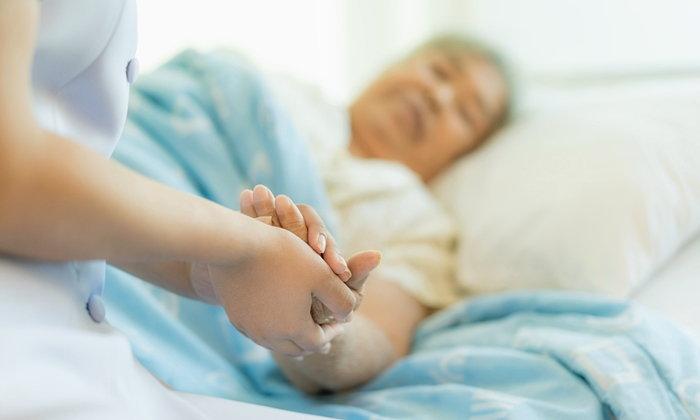 แพทย์เตือน! ผู้สูงอายุเสี่ยงไข้หวัดใหญ่-ปอดบวม หากรุนแรงอาจถึงชีวิต