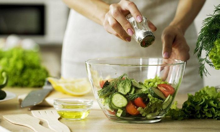 """5 วิธีง่ายๆ เปลี่ยนนิสัยชอบกิน """"อาหารขยะ"""" ให้หันมาเลิฟ """"อาหารเพื่อสุขภาพ"""""""