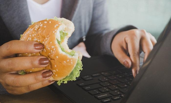 """10 พฤติกรรม """"กิน"""" ที่ทำลายสุขภาพมากที่สุด"""