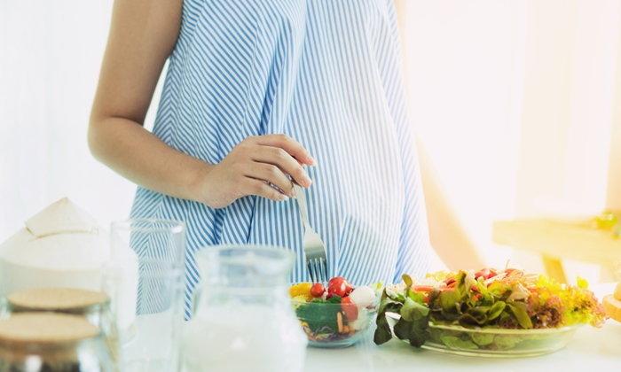 """7 ความเชื่อผิดๆ อาหารของ """"คนท้อง"""""""