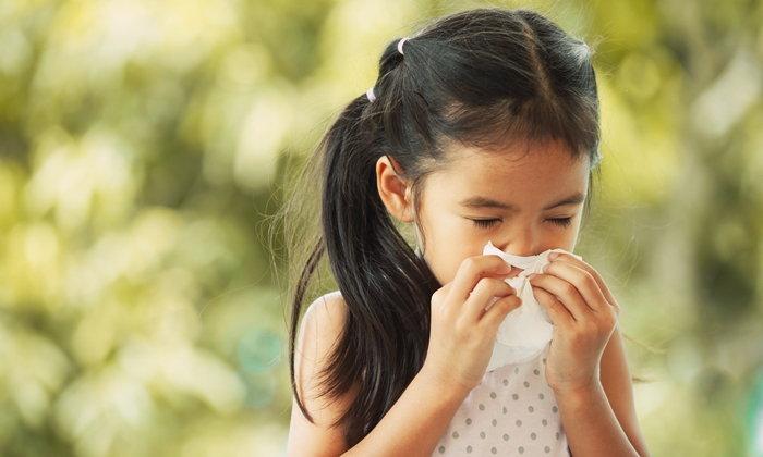 """4 สัญญาณอันตราย """"โรคจมูกอักเสบจากภูมิแพ้"""" ของลูกน้อย"""
