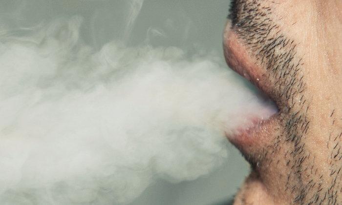 """พบผู้เสียชีวิตเพิ่มจากโรคเกี่ยวกับปอดที่อาจเชื่อมโยง """"บุหรี่ไฟฟ้า"""""""