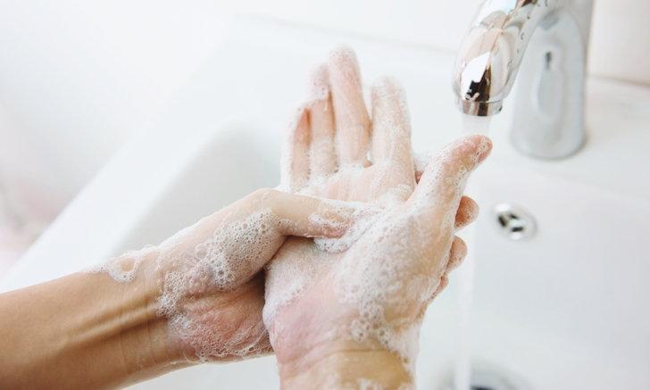 """ล้างมือบ่อยๆ ช่วง """"โควิด-19"""" ระบาด อาจเสี่ยง """"ผื่นผิวหนัง"""""""