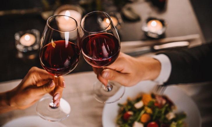 """วิจัยพบ ดื่ม """"แอลกอฮอล์"""" ในปริมาณที่เหมาะสม ช่วยให้สมองทำงานดีขึ้นได้"""