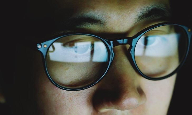 """""""แว่นตาคอมพิวเตอร์"""" จำเป็นขนาดไหน? กับประโยชน์ดีๆ ที่คุณอาจจำเป็นต้องใช้"""