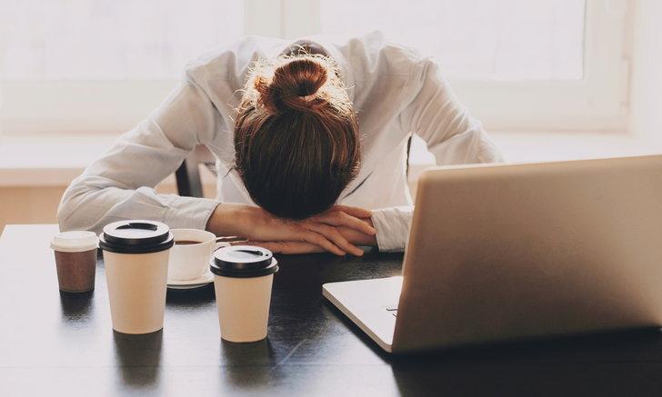 """วิธีแก้อาการ """"ง่วงตอนบ่าย"""" แม้ในวันที่นอนเพียงพอ"""