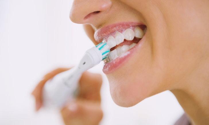 """วิธี """"แปรงฟัน"""" ที่ถูกต้อง เพราะคุณอาจทำผิดมาตลอดชีวิต"""