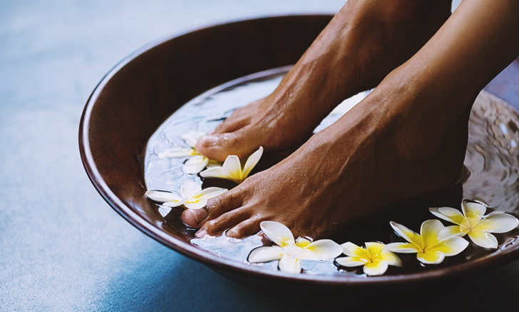 """วิธีการรักษา """"สุขภาพเท้า"""" ด้วย """"น้ำส้มสายชู"""" ของคนญี่ปุ่น"""