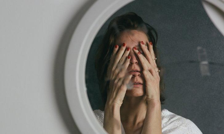 """8 สัญญาณของคนที่มี """"ความภูมิใจในตัวเอง"""" (Self Esteem) ต่ำ"""