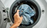 """""""ซักผ้า"""" ไม่ถูกวิธี แพร่เชื้อ """"โควิด-19"""" ได้ไม่รู้ตัว"""