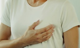 """ตรวจ """"มะเร็งเต้านม"""" ด้วยตัวเองบ่อยแค่ไหน เมื่อไร ถึงจะดีที่สุด ?"""