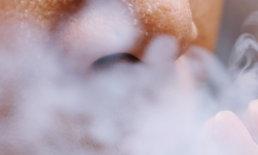 """แพทย์เตือน """"สูบบุหรี่"""" ทุกชนิด เพิ่มความเสี่ยงติดเชื้อ """"โควิด-19"""""""