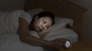 """9 อาการเบื้องต้นว่าคุณกำลังเป็นโรค """"นอนไม่หลับ"""""""
