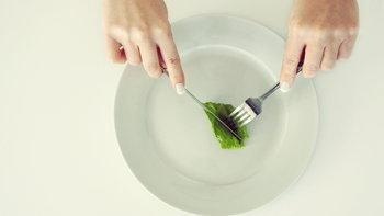 """ลดความอ้วนด้วยการอดอาหาร เสี่ยงโรค """"ถุงน้ำดีข้น"""""""
