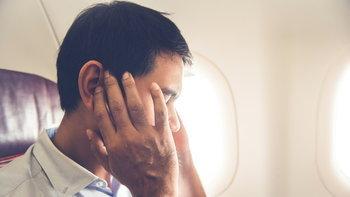 """วิธีแก้ปัญหา """"หูอื้อ"""" เมื่อต้องโดยสารเครื่องบิน"""