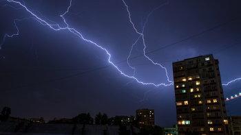 7 วิธีลดเสี่ยง ฟ้าผ่า-ไฟฟ้าช็อต ในหน้าฝน
