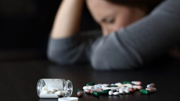 """ยาต้านเอชไอวีชนิดที่นิยมใช้มากที่สุด ทำให้ """"ซึมเศร้า"""" หรือคิดฆ่าตัวตายหรือไม่?"""