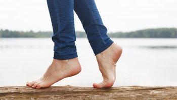 """6 วิธีกายบริหาร สำหรับคนเป็นโรค """"รองช้ำ"""""""
