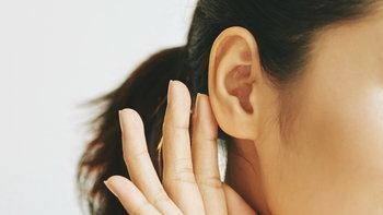 """""""โรคตะกอนหินปูนในหูชั้นในหลุด"""" คืออะไร? คนทำงานหนักต้องระวัง"""