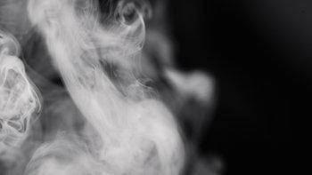 """อันตรายของ """"บุหรี่ไฟฟ้า"""" เพราะไม่มีอะไรปลอดภัย 100%"""