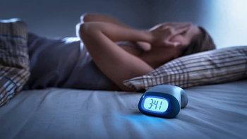 """นอนหลับไม่เต็มอิ่ม เพราะอาการ """"นอนกระตุก"""" รักษาอย่างไร ?"""