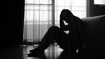 """วิธีสังเกต เรา """"เครียด"""" ระดับไหน เสี่ยง """"ซึมเศร้า"""" หรือยัง?"""