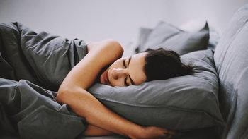 """นอน """"หนุนหมอน"""" อย่างไร ไม่ให้เกิดอาการปวดหลัง"""